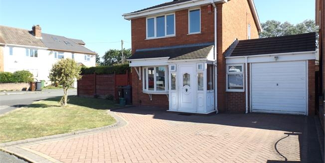 Offers Over £170,000, 3 Bedroom Detached House For Sale in Willenhall, WV13