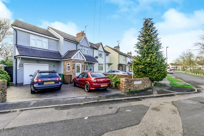3 Bedroom Semi Detached House For Sale In Willenhall For