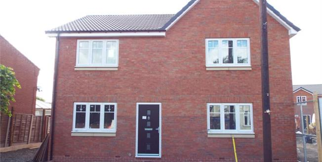 £150,000, 3 Bedroom Semi Detached House For Sale in Coseley, WV14