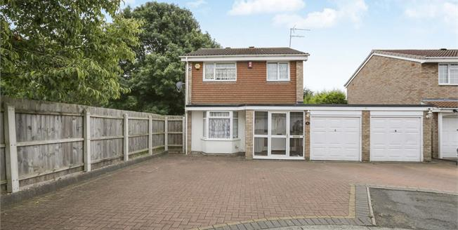 Offers in the region of £250,000, 4 Bedroom Detached House For Sale in Wolverhampton, WV9