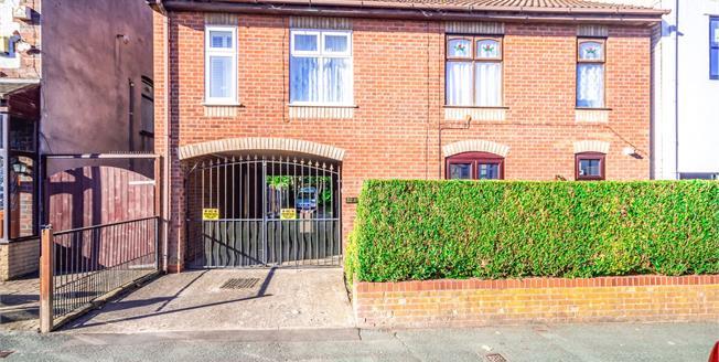 Asking Price £80,000, 2 Bedroom Maisonette For Sale in Bilston, WV14
