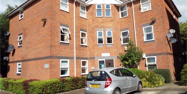 £65,000, 2 Bedroom Upper Floor Flat For Sale in Blackburn, BB1