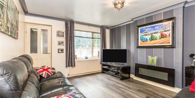 Asking Price £80,000, 2 Bedroom Flat For Sale in Blackburn, BB2