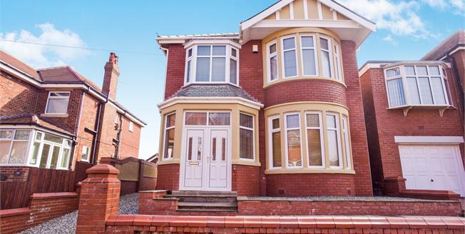 £225,000, 3 Bedroom Detached For Sale in Blackpool, FY2