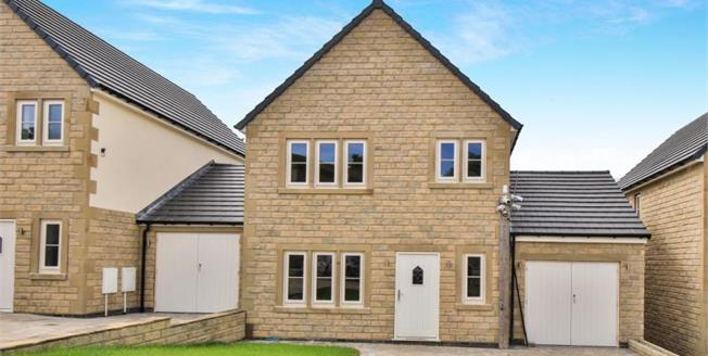 £250,000, 4 Bedroom Detached House For Sale in Lancashire, BB9