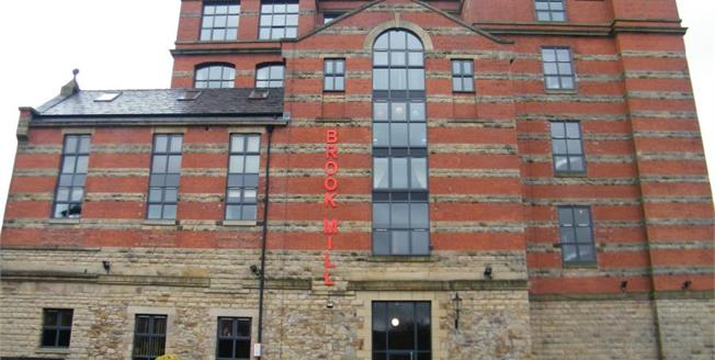 £180,000, 3 Bedroom Flat For Sale in Bolton, BL7