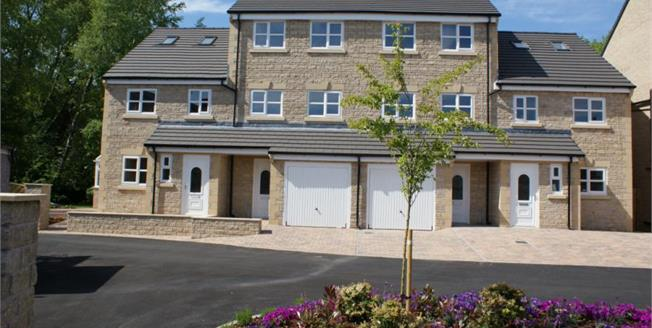 £169,950, 4 Bedroom Town House For Sale in Padiham, BB12