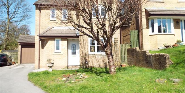 Asking Price £140,000, 3 Bedroom Detached House For Sale in Burnley, BB10