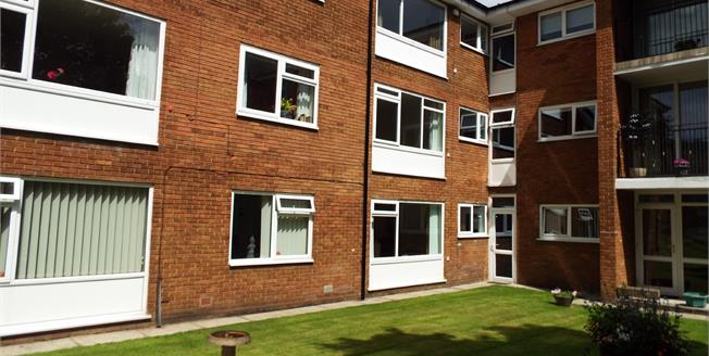 £100,000, 2 Bedroom Flat For Sale in Preston, PR1