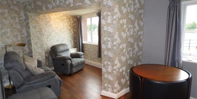 Offers Over £95,000, 2 Bedroom Flat For Sale in Ashton-on-Ribble, PR2