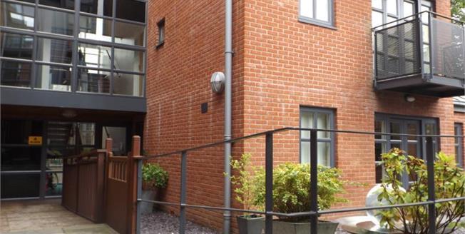 Offers in the region of £120,000, 2 Bedroom Flat For Sale in Preston, PR1