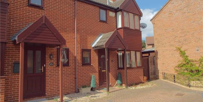 Guide Price £200,000, 3 Bedroom Semi Detached House For Sale in Taverham, NR8