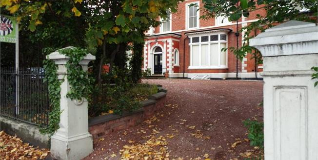 £110,000, 2 Bedroom Upper Floor Flat For Sale in Southport, PR9
