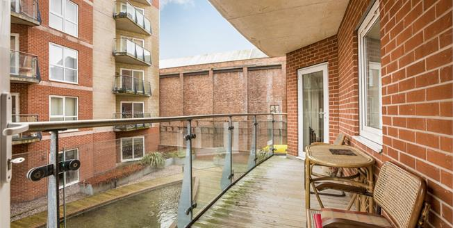 Offers Over £155,000, 2 Bedroom Flat For Sale in Southport, PR9