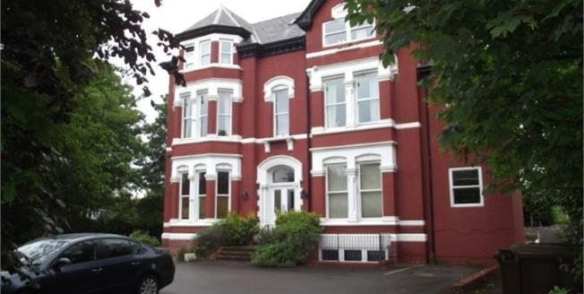 Guide Price £110,000, 2 Bedroom Flat For Sale in Southport, PR9