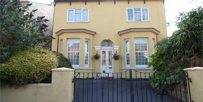 Asking Price £108,000, 2 Bedroom Flat For Sale in Southport, PR8