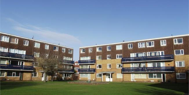 £99,500, 2 Bedroom Flat For Sale in Lytham St. Annes, FY8