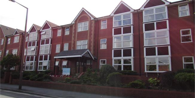 £100,000, 2 Bedroom Flat For Sale in Lytham St. Annes, FY8