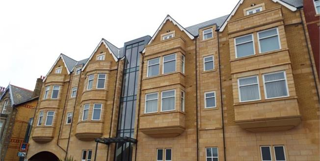 Asking Price £170,000, 2 Bedroom Upper Floor Flat For Sale in Lytham St. Annes, FY8