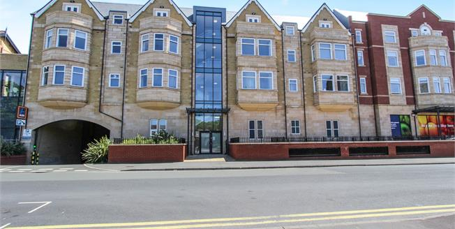 Offers Over £145,000, 1 Bedroom Flat For Sale in Lytham St. Annes, FY8