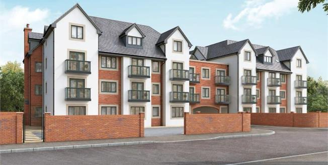 £189,995, 2 Bedroom Flat For Sale in Lytham Saint Annes, FY8