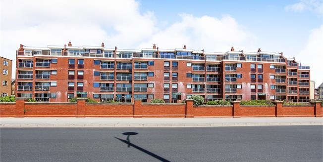 Asking Price £195,000, 2 Bedroom Flat For Sale in Lytham St. Annes, FY8
