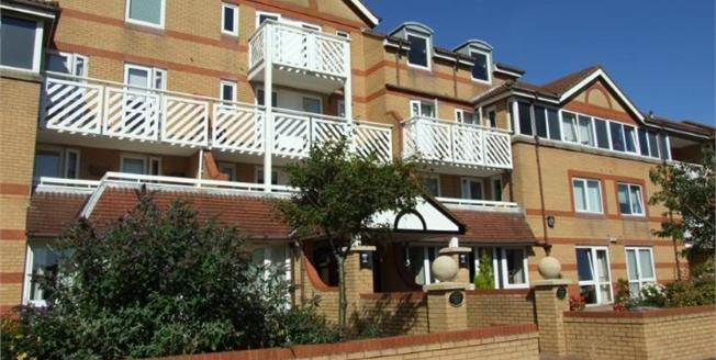 Asking Price £80,000, 1 Bedroom Flat For Sale in Lytham St. Annes, FY8
