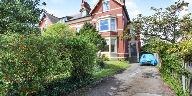 Asking Price £143,500, 2 Bedroom Flat For Sale in Lytham St. Annes, FY8