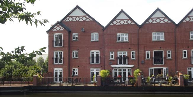 Asking Price £120,000, 2 Bedroom Flat For Sale in Standish, WN1