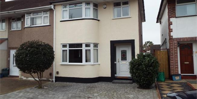 Guide Price £400,000, 3 Bedroom Terraced House For Sale in Ilford, IG6