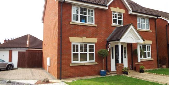 Asking Price £639,995, 4 Bedroom Detached House For Sale in Ilford, IG6
