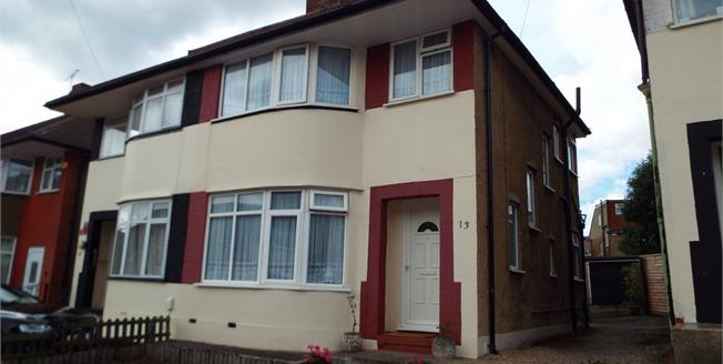 Asking Price £419,995, 3 Bedroom Semi Detached House For Sale in Ilford, IG6