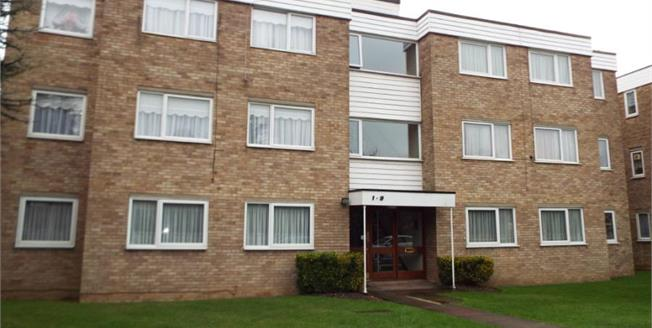 Guide Price £325,000, 2 Bedroom Flat For Sale in Ilford, IG6