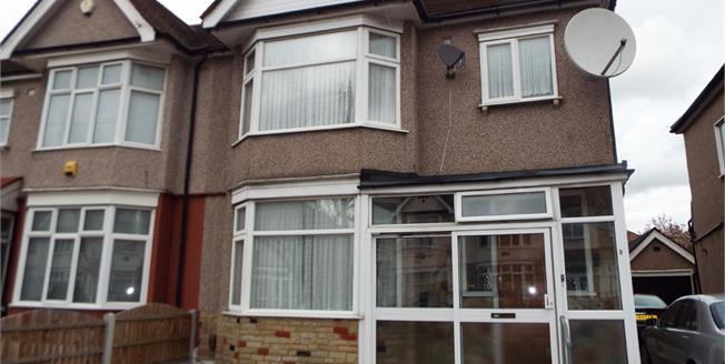 £500,000, For Sale in Ilford, IG6