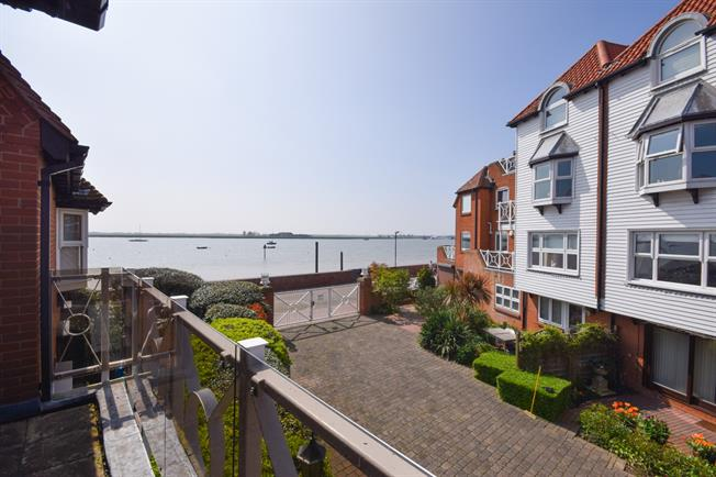 4 Bedroom Terraced House For Sale in Burnham-on-Crouch for Offers in on