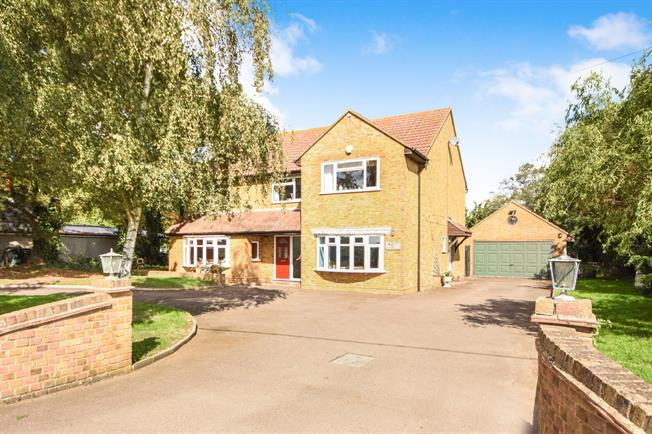 5 Bedroom Detached House For Sale in Burnham-on-Crouch for Offers in on