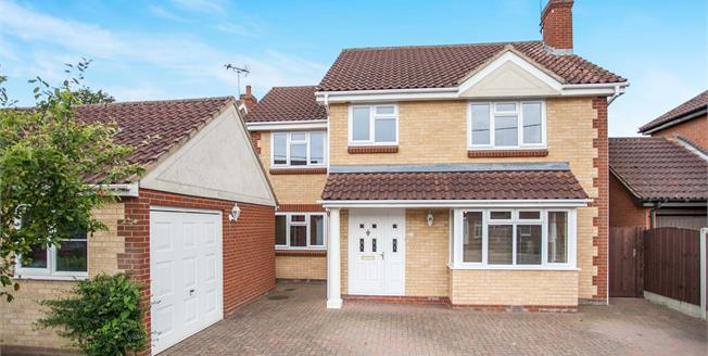 Guide Price £650,000, 4 Bedroom Detached House For Sale in Broomfield, CM1