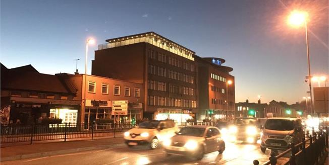 Asking Price £282,000, 2 Bedroom Upper Floor Flat For Sale in Chelmsford, CM2