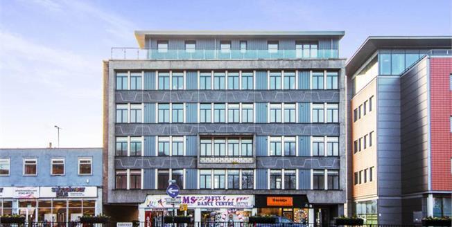£280,000, 2 Bedroom Upper Floor Flat For Sale in Chelmsford, CM2