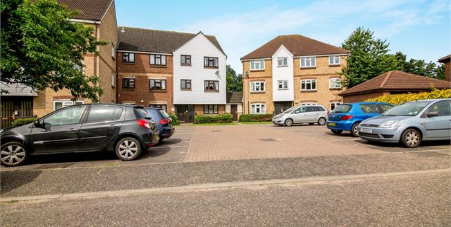 Offers in excess of £195,000, 2 Bedroom Flat For Sale in Chelmsford, CM2