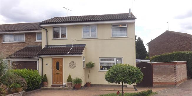 Guide Price £300,000, 3 Bedroom End of Terrace House For Sale in Chelmsford, CM1