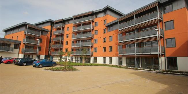 Guide Price £280,000, 2 Bedroom Flat For Sale in Chelmsford, CM2