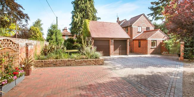 Guide Price £750,000, 4 Bedroom Detached House For Sale in Writtle, CM1