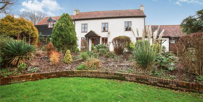 Guide Price £900,000, 4 Bedroom Detached Cottage For Sale in Highwood, CM1