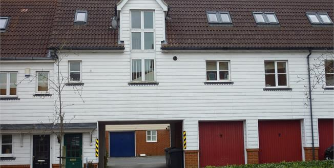 Offers in excess of £250,000, 3 Bedroom Maisonette For Sale in Chelmsford, CM2