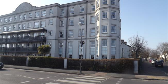 Asking Price £145,000, 2 Bedroom Flat For Sale in Clacton-on-Sea, CO15
