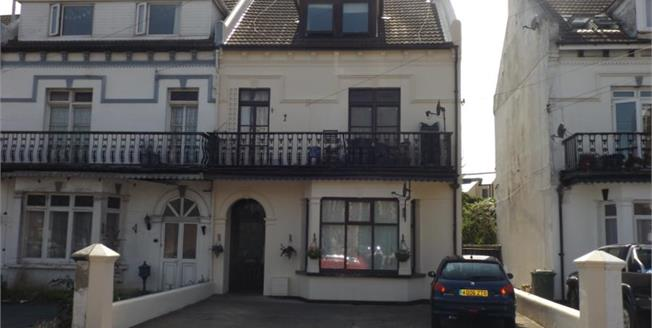 Asking Price £140,000, 3 Bedroom Flat For Sale in Clacton-on-Sea, CO15