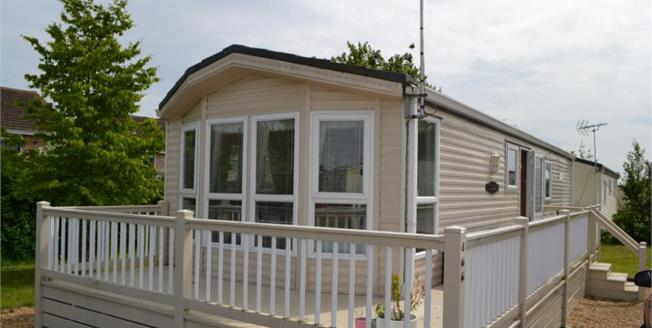 £30,000, 2 Bedroom Detached Bungalow For Sale in Essex, CO16