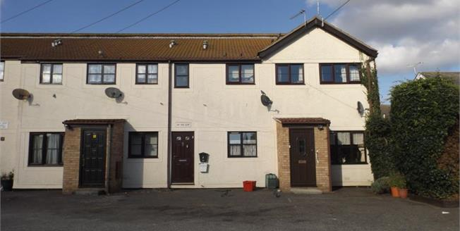 Asking Price £97,500, 2 Bedroom Flat For Sale in Clacton-on-Sea, CO15