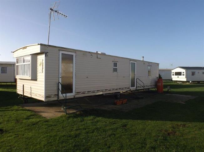 3 bedroom mobile home for sale in clacton on sea for